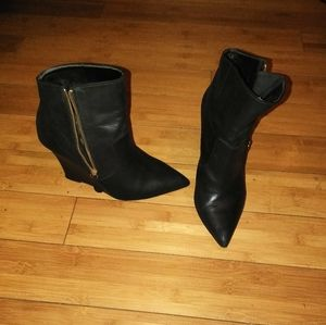 Black genuine leather pointy toe wedged ankle boot